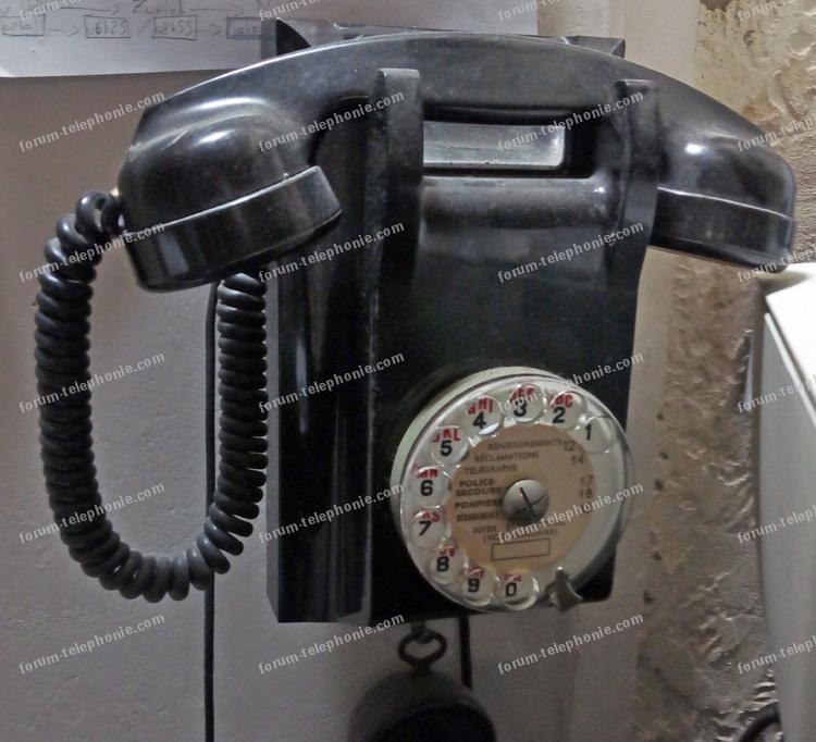 Branchement vieux téléphone en bakélite